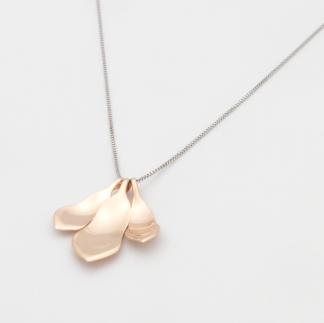 Magnolia necklace 18K extra red gold