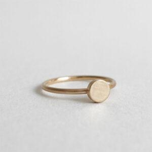 Handmade 18K gold wedding / engagement ring, ring with circle motif on top by Maki Okamoto