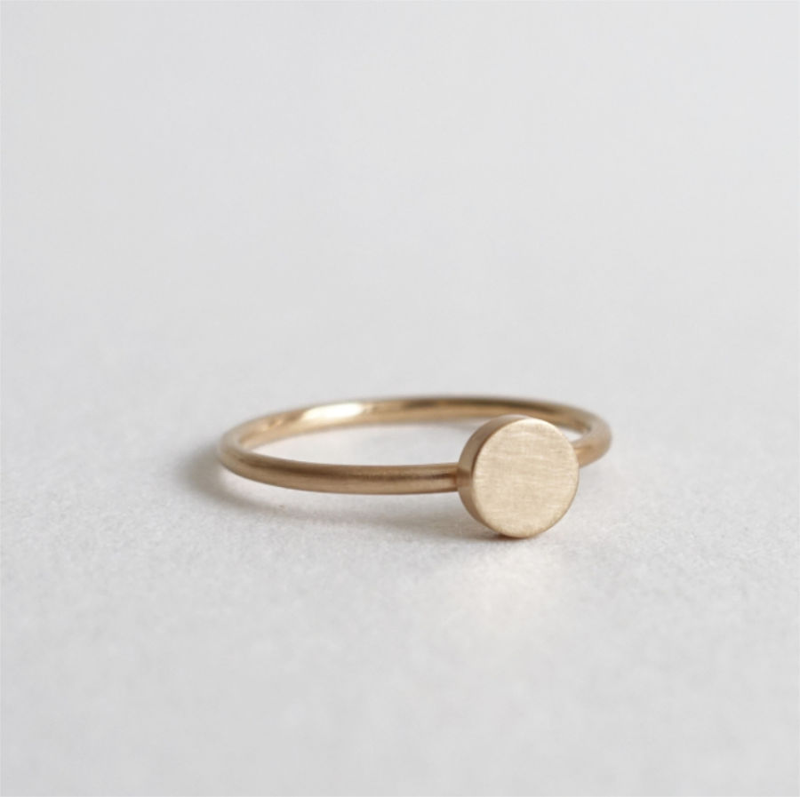 Handmade 18K gold wedding / engagement ring, ring with circle motif on top by Maki Okamoto
