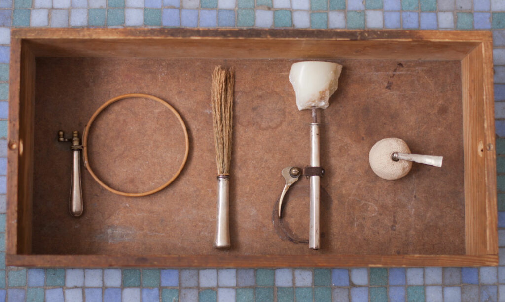 Hommage to retired goods is an art work by Maki Okamoto. Used pre loved retired objects as material.