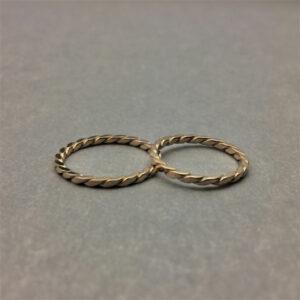 Handmade 18K gold wedding / engagement ring, twist ring by Maki Okamoto