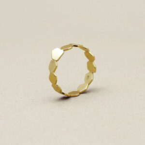 Handmade wedding ring in 18K gold with seeds design by Makiami